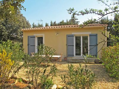 Photo for One bedroom Villa, sleeps 4 in Carpentras with Air Con and WiFi
