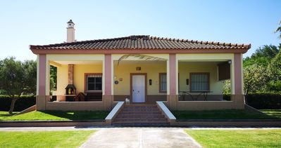 Photo for Tourist accommodation. 3 bedrooms. Pool and garden. The Palaces, Seville