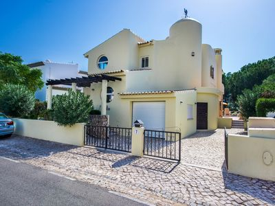 Photo for Beautiful 4 bedroom villa in excellent location, overlooking the