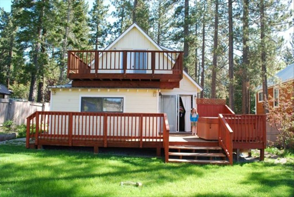 Charming tahoe city cabin with hot tub in town tahoe for Tahoe city cabin rentals