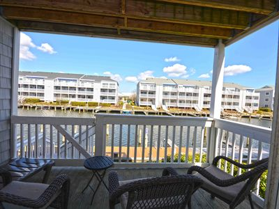 Photo for Cute, upscale 1-bedroom luxury condo with free WiFi, an outdoor pool, and a gorgeous view of the canal located uptown on the bay water!