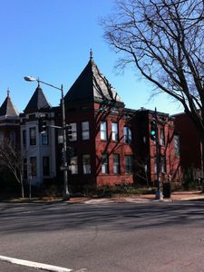 Photo for HOLIDAY SALE $165, Sleeps 5 Groceries/shops/Metro w/in 2 blocks