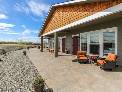 Photo for Lakefront suite w/ patio, shared firepit, & onsite golf - near 20+ wineries!