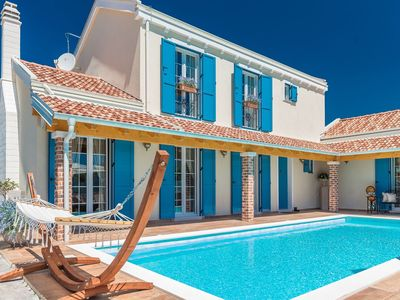 Photo for Luxurious villa 300m from the sea, private pool, tennis court, open kitchen