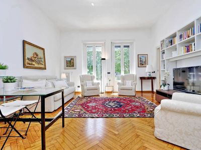 Photo for Spacious Park Lounge apartment in Navigli with WiFi, air conditioning & lift.