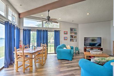 The interior is lined with beach-themed accents and offers Buchanan Lake views!
