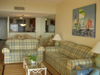 Living room/Dining area with ocean view!!