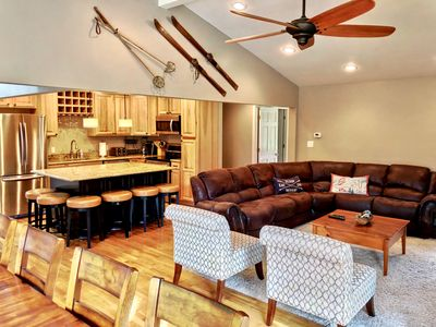 O7 Slopeside Bretton Woods Resort cottage with upscale stylings, cozy decor, tons of space!