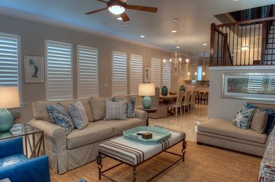 Living Room - Beautiful spacious living room with seating for all
