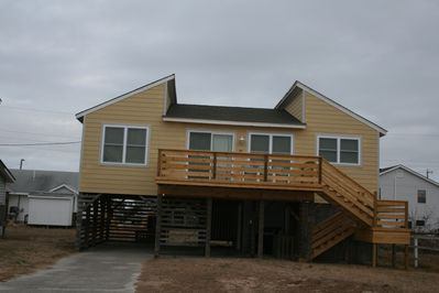 Bombardier Bay, cozy cottage  and a short walk to the beach !