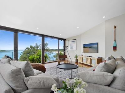 Photo for ALTAVISTA has panoramic ocean views of Green Island. Linen and  Airconditioning provided.