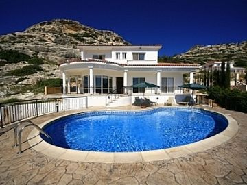5* Villa with Sea Views To Take Your Breath Away !