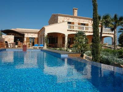Photo for Finca Bel Jardi, a comfortable country house with large pool in Santanyi