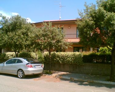 Photo for Terraced house (2 floors), 200 mtr to the beach - opposite the island Elba