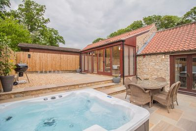 Enclosed Garden with Hot Tub