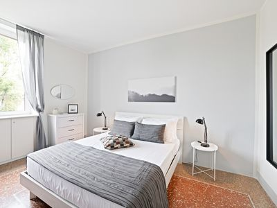 Photo for Bright 2 bed flat - 13min from Piazza del Popolo