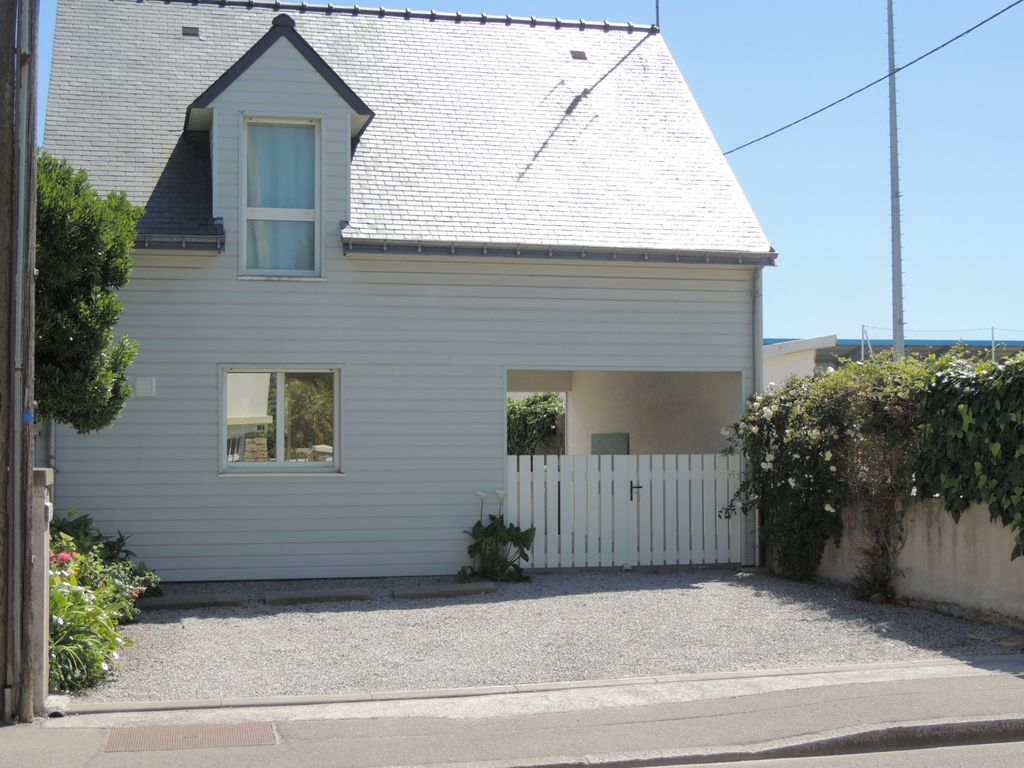 Detached House With South Facing Terrace Close To Beaches