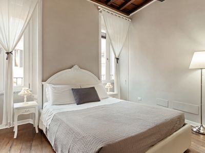 Photo for Stunning 3 Bed 3 bath flat 2min from Spanish Steps