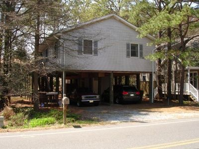 Quaint Beach house within walking distance of beach and plenty of parking!