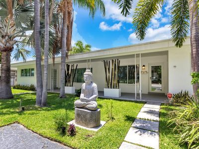 Photo for Stunning 2bdr2bath Gem w/pool 1 block to the beach in Fort Lauderdale