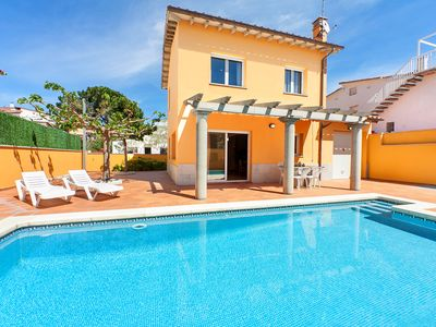 Photo for This 4-bedroom villa for up to 8 guests is located in L'Escala and has a private swimming pool and W