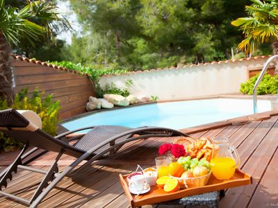 Photo for Villa 90 m² quiet with pool and private garden. Beach and Town center at 800 m
