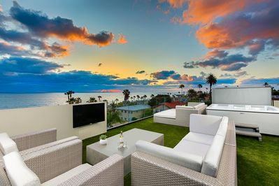 Hot Tub, Wet Bar, Barbecue, Refrigerator, and Freezer on Roof Top Deck with Expansive Views of the Ocean.
