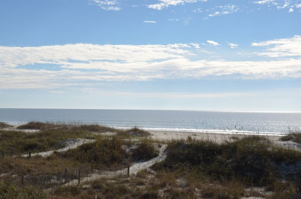 meet ocean isle beach singles And the ocean side beach is just a leisurely  emerald isle realty's vacation home ratings allow you to choose the quality of your beach  (two singles, lower.