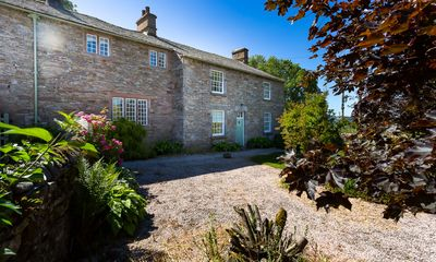 Photo for Family and pet-friendly luxury five bedroomed, five bath holiday home