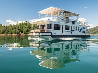 Shasta Marina at Packers Bay Thoroughbred Houseboat