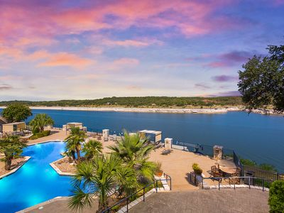 Lake Travis Stunning Waterfront Views, Pool, W/Access to Boat Ramp. Pet Friendly