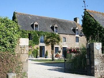 3 French Style Houses - With Large Swimming Pool And Beautiful Grounds.  - Le Manoir (Sleeps 12. 6 Bedrooms)