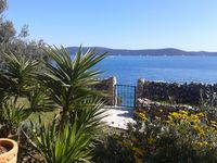 A fantastic holiday. Lovely, cosy house which is nicely situated off the beaten track by the sea.
