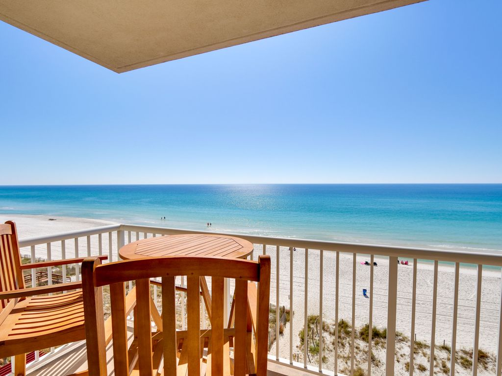 Gorgeous Beachfront Renovated Majestic Corner Unit Beach Chairs Included