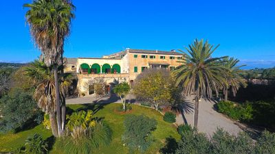 Photo for Finca, central Mallorca, large Pool and deck, great views, convenient location.