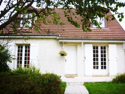Photo for Beautiful studio 30 km from Paris in a suburban residence.