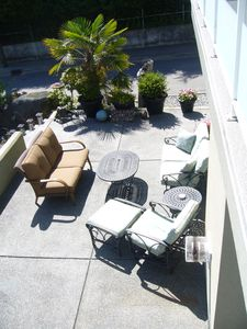 Private patio with lots of comfortable seating to relax & enjoy the ocean view.