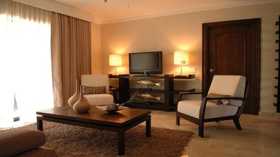 LHVC Chairman's Circle - Royal 2 Bed Suite- LOWEST ALL INCLUSIVE FEE- VIP GOLD!