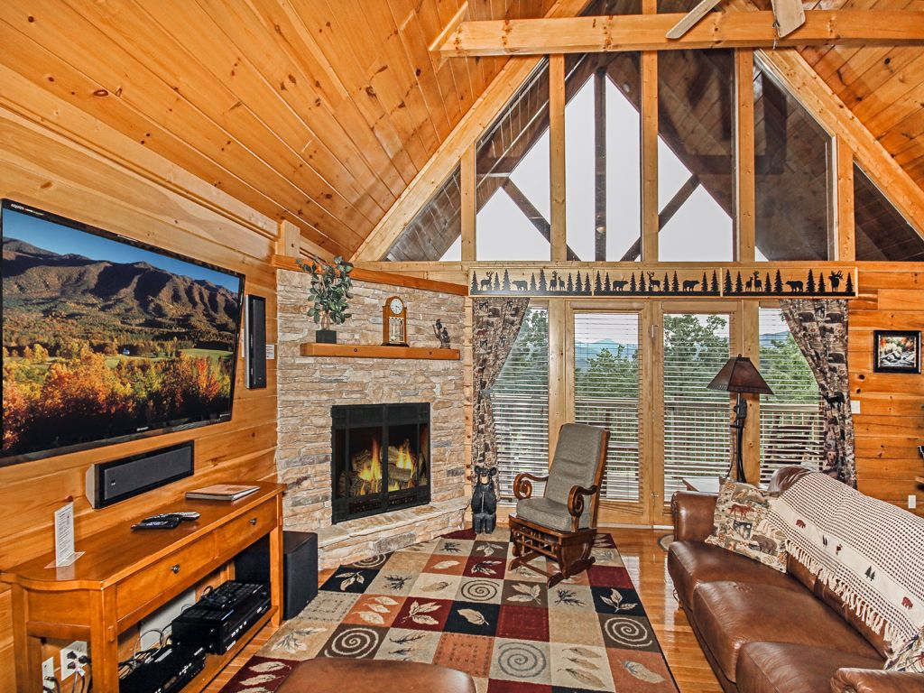 Bear slide 4 bedrooms sleeps 10 pool homeaway for 1 bedroom pet friendly cabins in gatlinburg tn