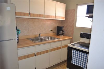 SECOND Floor Apartment: Fully equiped alley kitchen