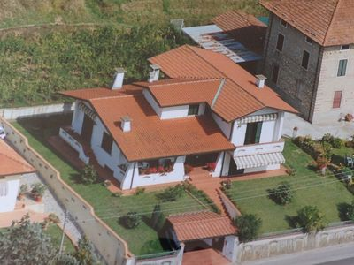 Photo for Stunning detached villa ideal to live every aspect of Tuscan history
