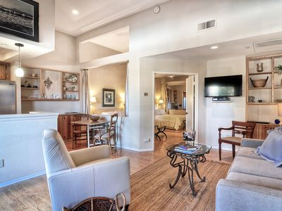 Photo for Ready to ESCAPE?! 1 bed / 1 bath - Private Balcony - Hummingbird Hideaway