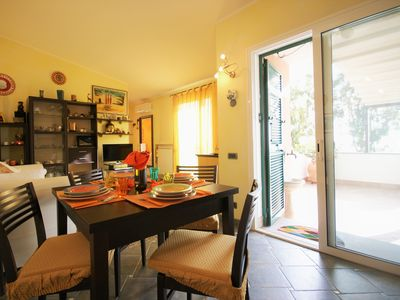 Photo for Holiday rental with terrace, air conditioning, wi-fi