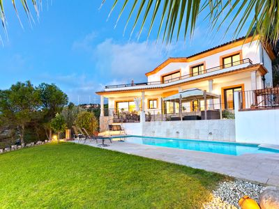 Photo for Spacious & private villa with pool and nice views
