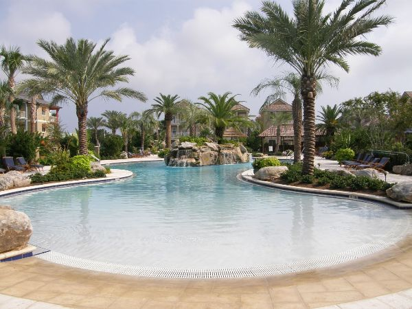 Luxury vacation rental walk to the beach restaurants and - Florida condo swimming pool rules ...