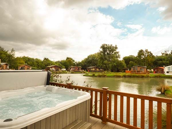 9 Bullrush With Pool In Tattershall Lakes Country Park Ref 929961 Lincoln Lincolnshire East