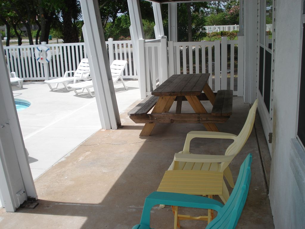 Sunny Pet Friendly Cottage With A Pool And Close To The Beach Saint George Island Florida