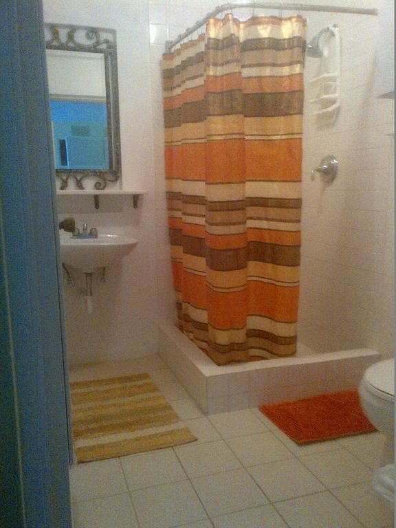 loquat garden studio apartment en suite bathroom