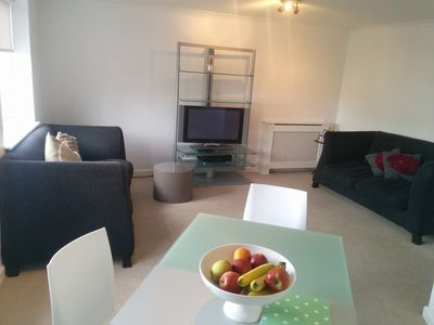 modern 2 bed 2 bath apartment in london chi homeaway