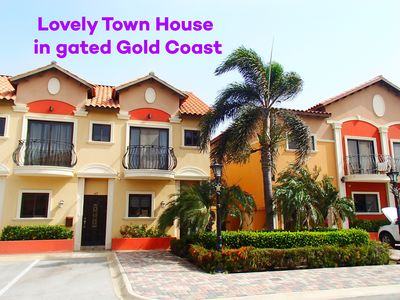 Comfortable Town House in Gold Coast gated community